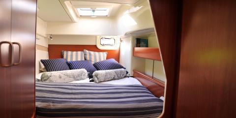 Moorings 393 PC cabin